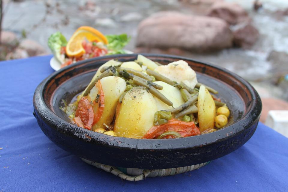 Veau façon tajine aux haricots verts, olives, pommes de terre et tomates